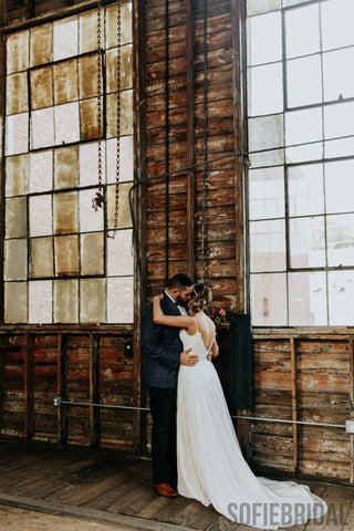 products/this-couple-spiced-up-their-industrial-southern-bleachery-wedding-with-an-autumn-color-palette-sophie-brendle-photography-8-700x1050.jpg