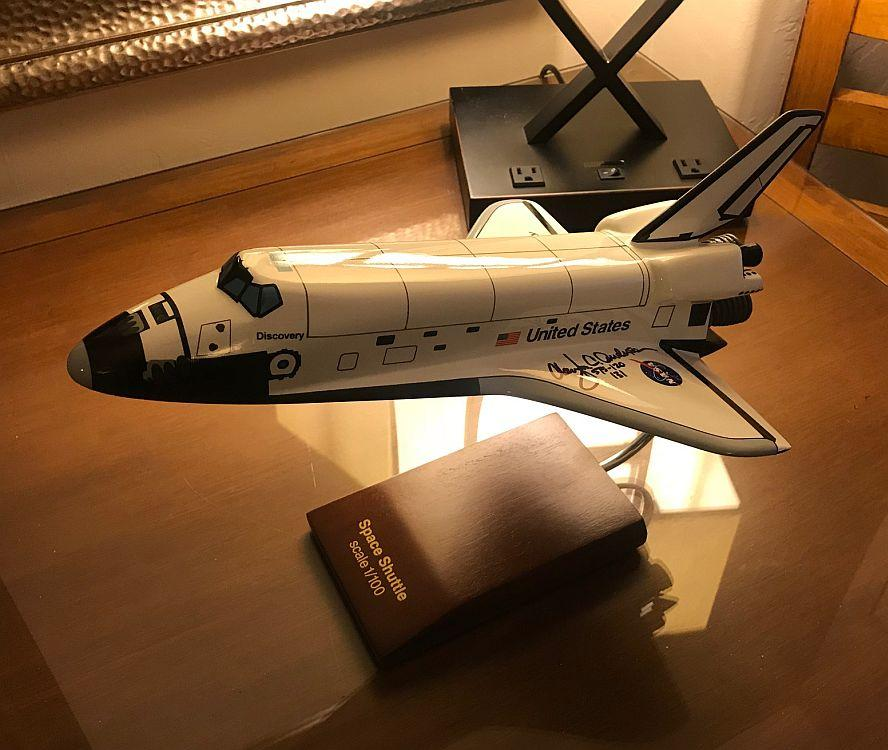 SPACE SHUTTLE 1/100 SCALE ORBITER MODEL, SIGNED BY ASTRONAUT CLAY ANDERSON