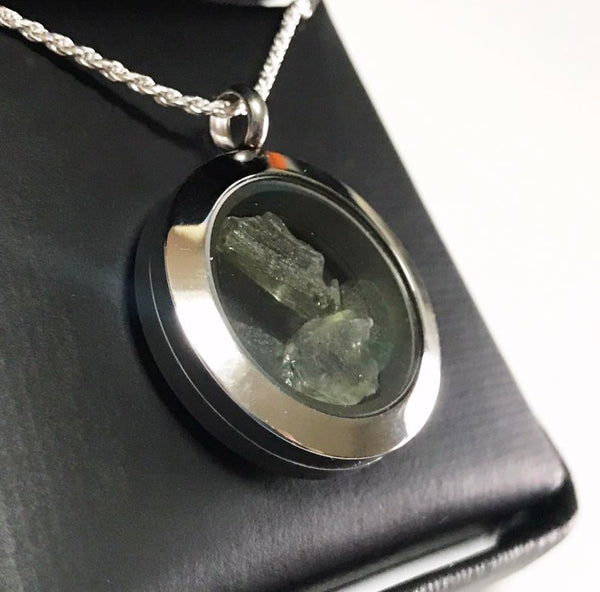 LOCKET NECKLACE WITH MOLDAVITES - The Space Store