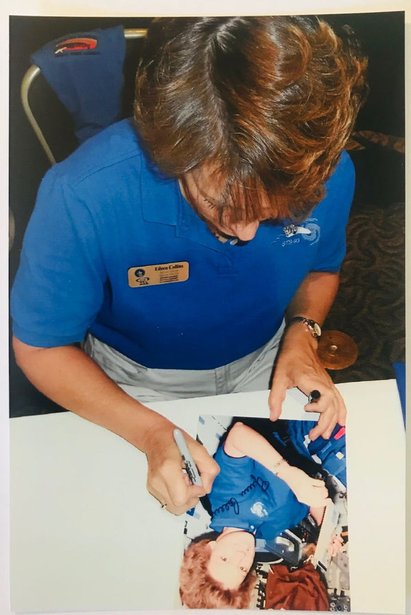 EILEEN COLLINS SIGNED 8X10
