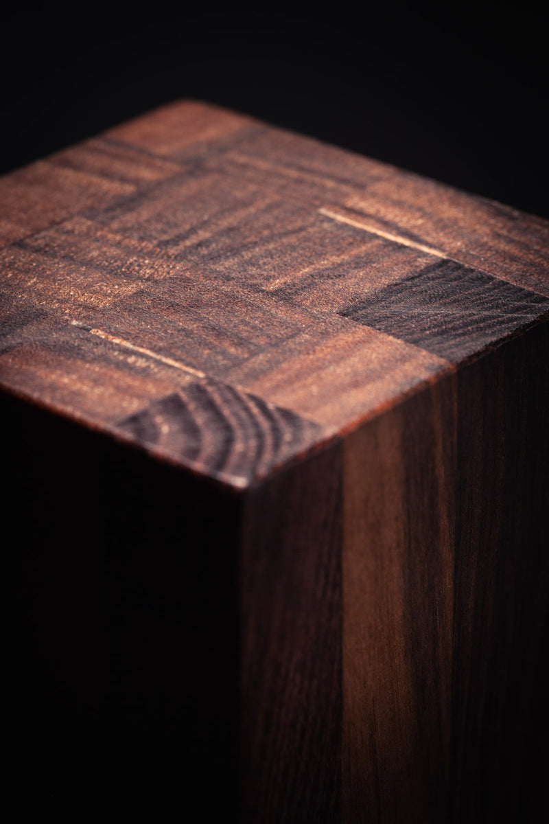 LIGNUM MA unique wooden table lampe walnut - warm atmosphere