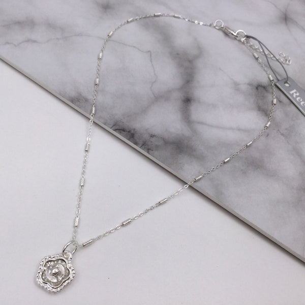 Glass Feature Flower Necklace