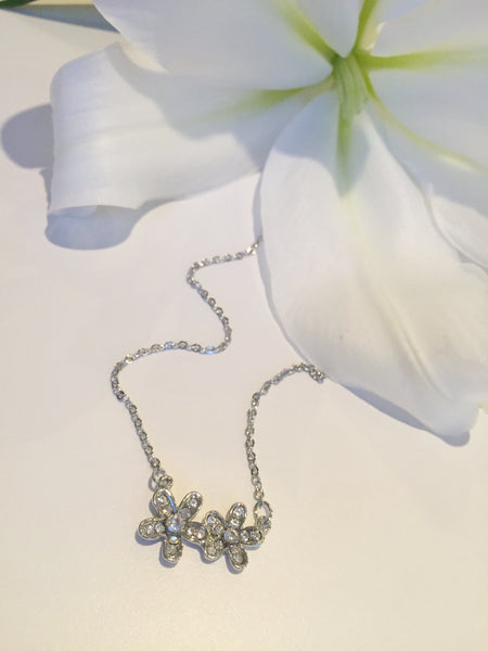 Delicate  2 Daisy Pendent Necklace