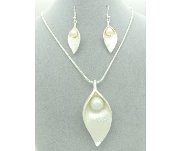 Leaf and Pearl Earring and Necklace set
