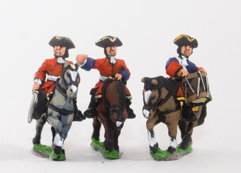 Essex - Command: Dragoon Officer, Standard Bearer & Drummer in Tricorne - 15mm