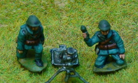 EWM - Dutch 81mm Brandt mortar + 3 crewman in kneeling firing poses WWII - 20mm
