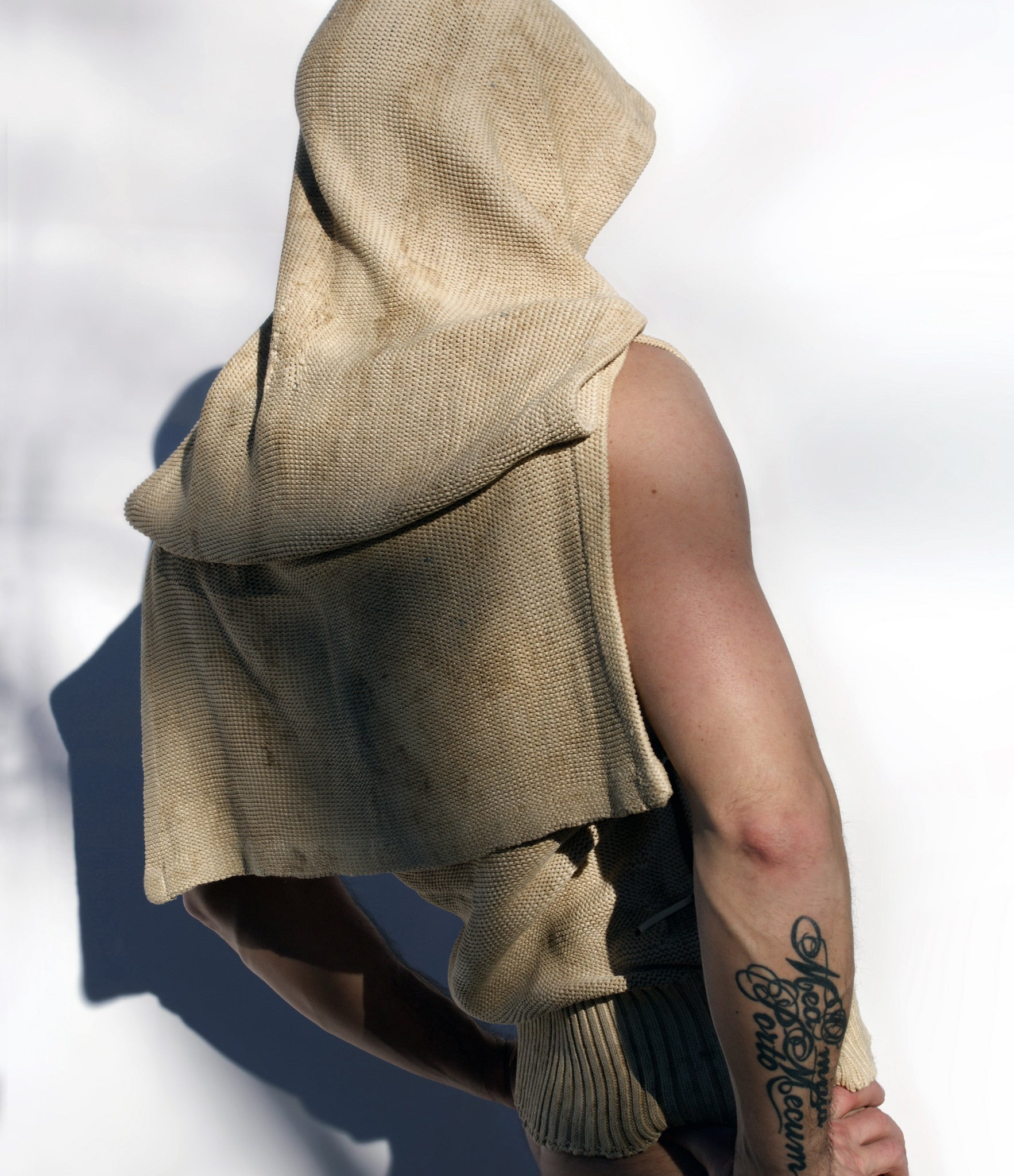 NESTORE TERRA raw wild-silk top with large hood, matured in the ground