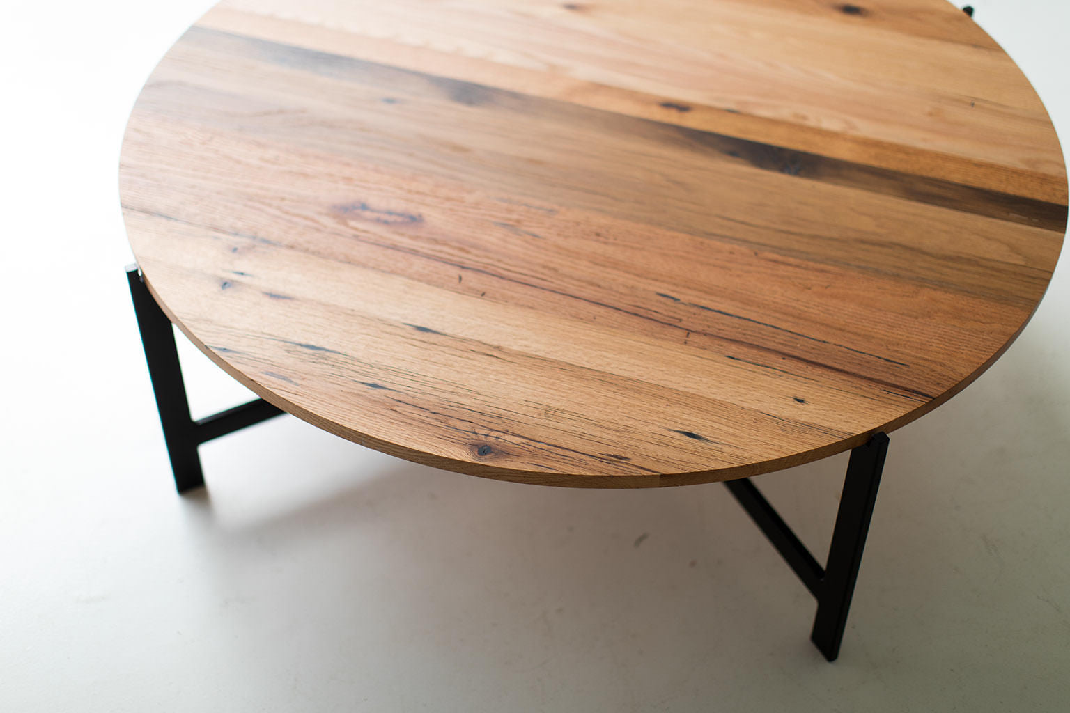 Picture of: Modern Tables Modern Round Coffee Table 1118 Bertuhome Bertuhome