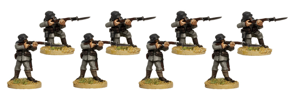 GWG009 - German Infantry In Helmets Firing Line