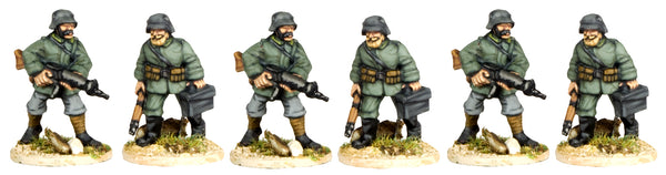 GWG012 - German Light Machine Gun Crew In Helmets