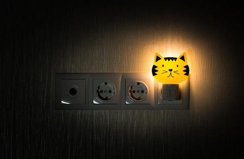 A kids night light that looks like the face of an orange cat