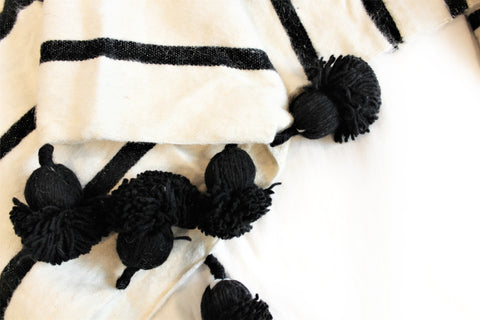 Black and White Wool Blanket - kasari