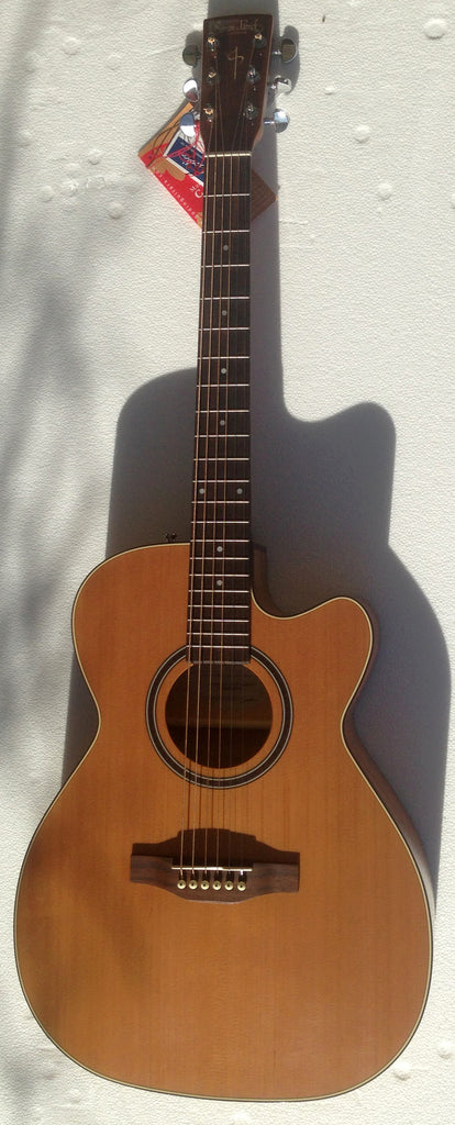 Simon & Patrick Concert Hall Cutaway GT Cedar A3T with S&P Gig Bag