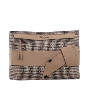 Pellie Clutch in Tan