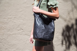Lilli Bucket Tote in Black