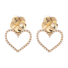 Load image into Gallery viewer, Flower Pearly Heart Earrings