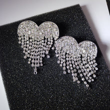 Load image into Gallery viewer, Heart Crista Earring