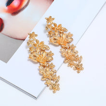 Load image into Gallery viewer, Mini Flower Statement Earrings