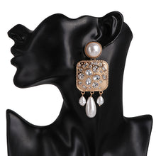 Load image into Gallery viewer, Geometric Pearl Earrings
