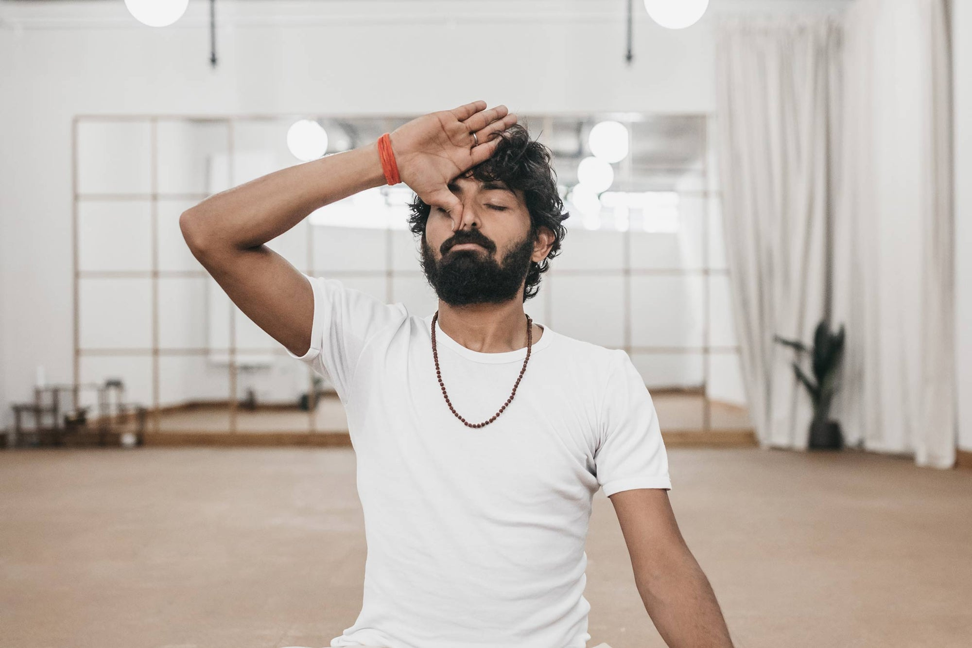 Ravi Dixit practicing nadi shodhana breathing