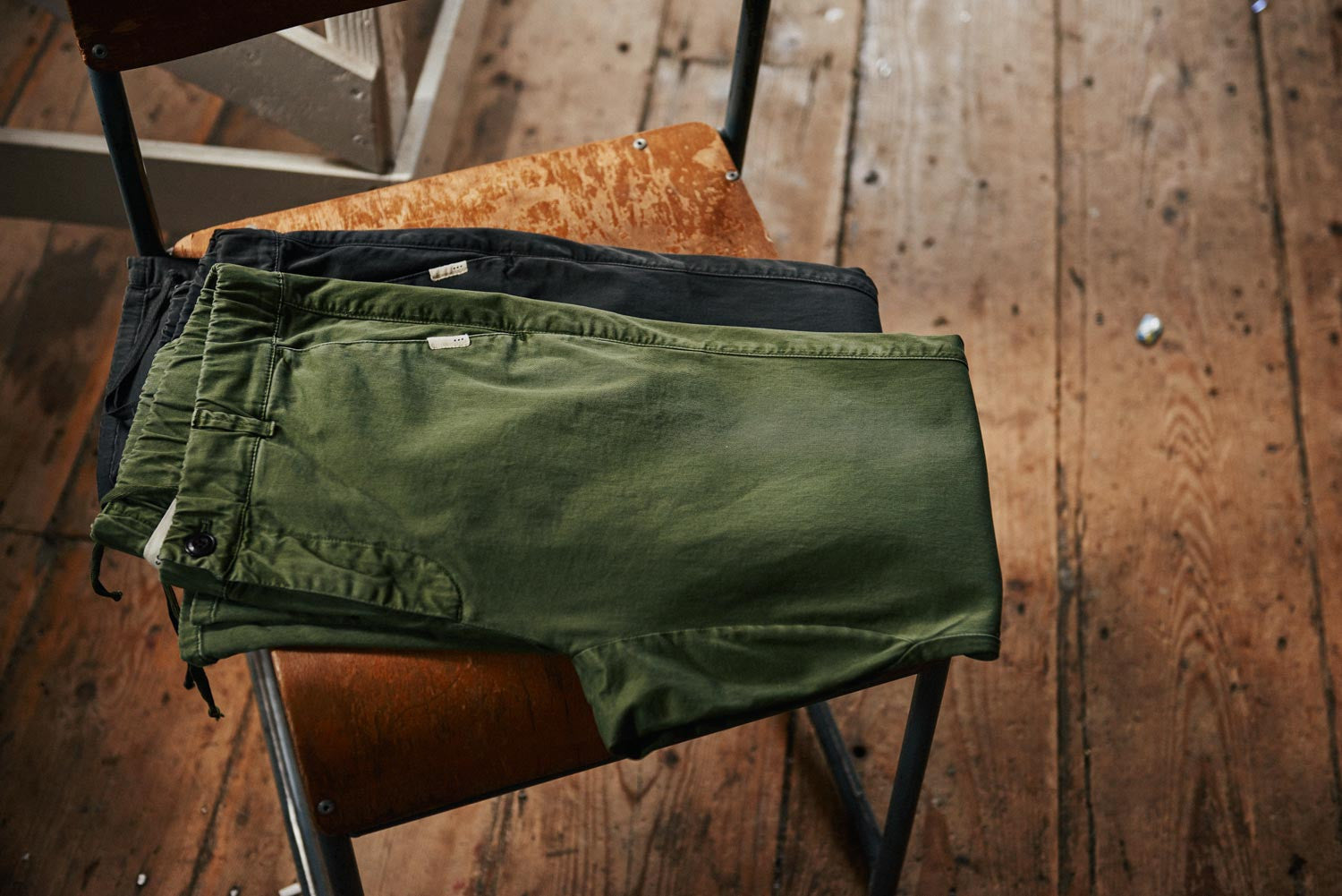 Twill longs in forest and beluga