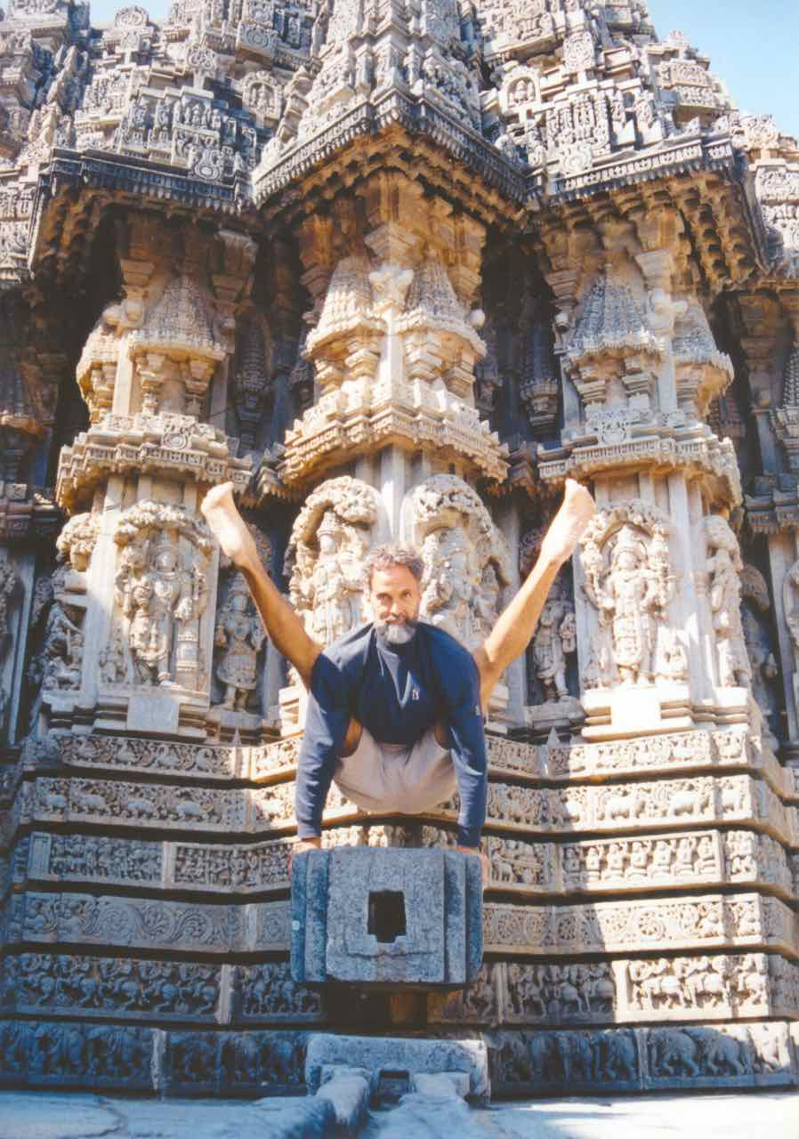Prem Carlisi throwing shapes Titthibhasana at a temple in Mysore, India.