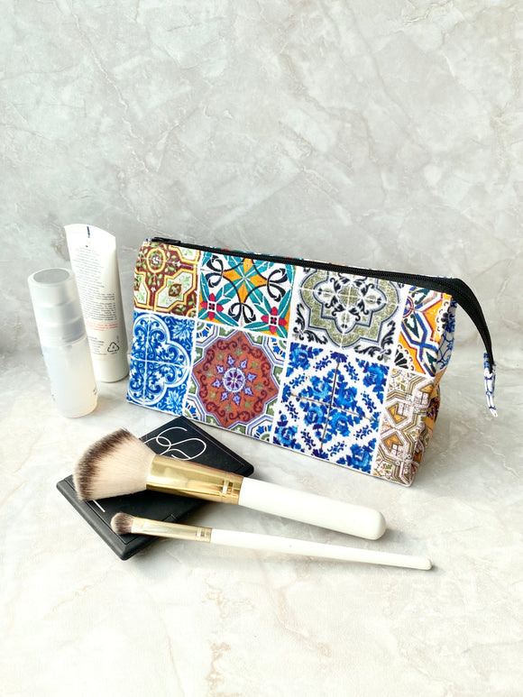 Makeup bag with pockets