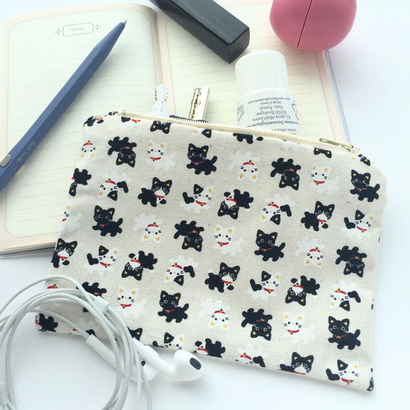Small everyday pouch with zipper