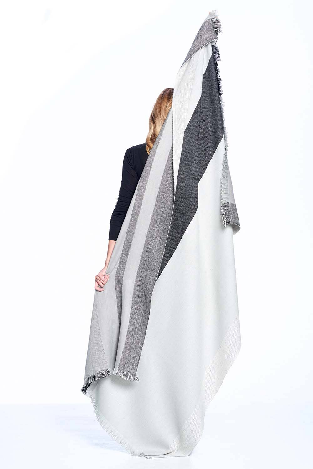 Shupaca - Alpaca Reversible Throw - Monochrome