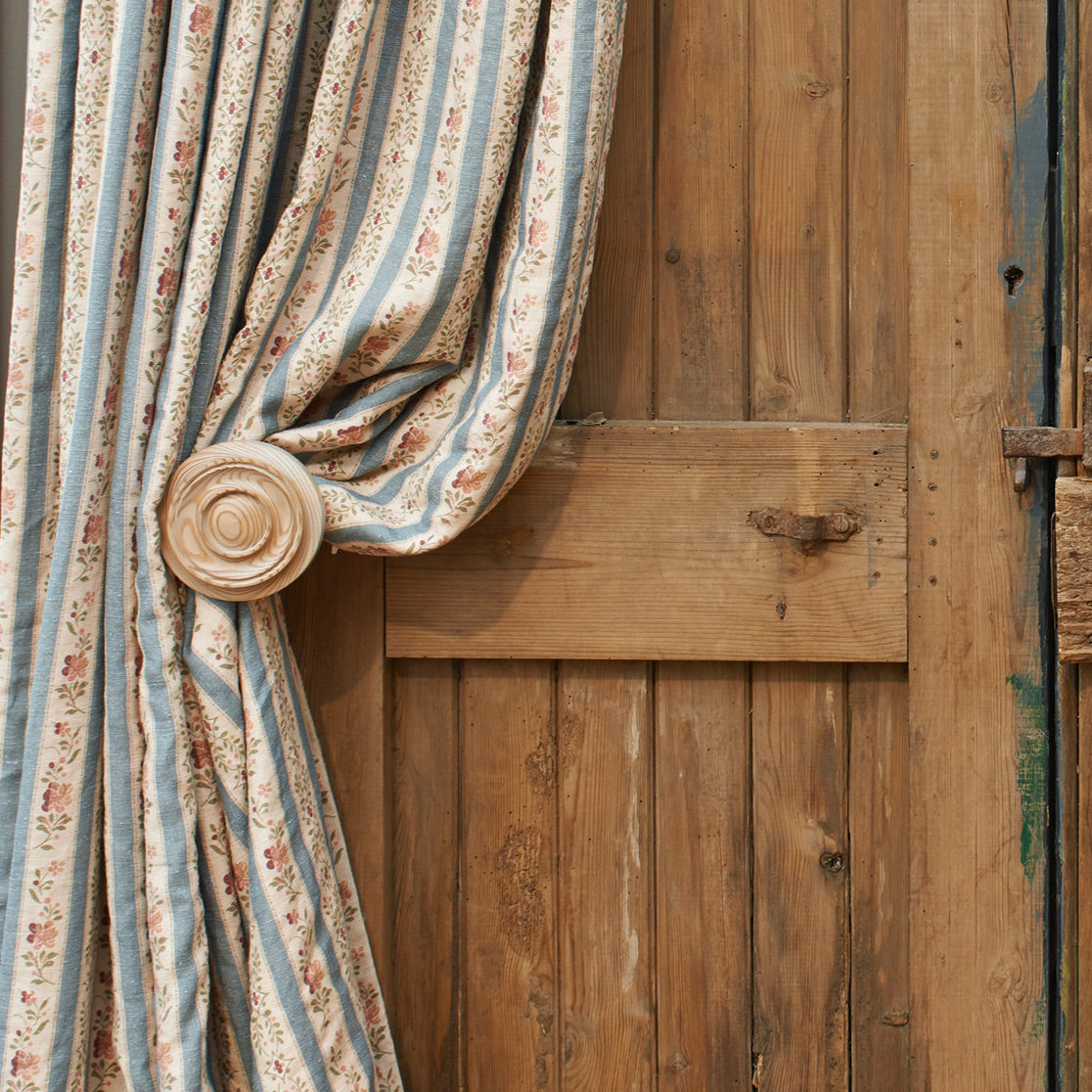 Pair Hand-turned Wooden Curtain Holdback/Stone