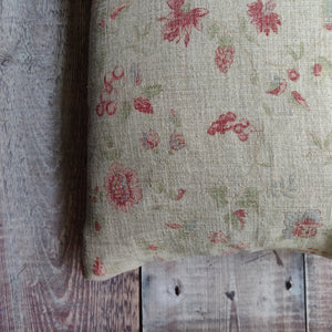 Linen Cushion / Ronda Pyrus Green