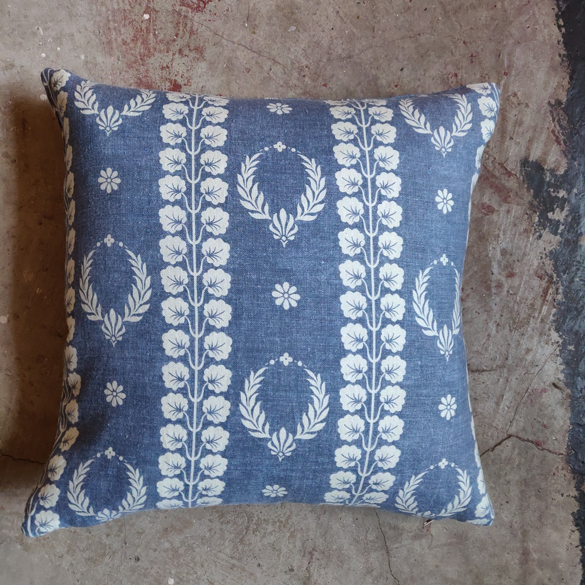 45cm Square Linen Cushion / Couronne Marine Blue