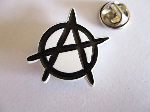 ANARCHY PUNK METAL BADGE (b&w)