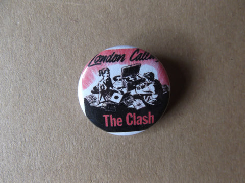 THE CLASH london calling (RED cover) punk badge