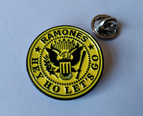 THE RAMONES hey ho lets go yellow PUNK METAL BADGE