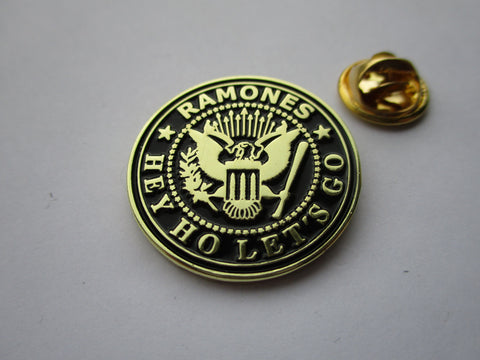 THE RAMONES hey ho lets go black/gold PUNK METAL BADGE