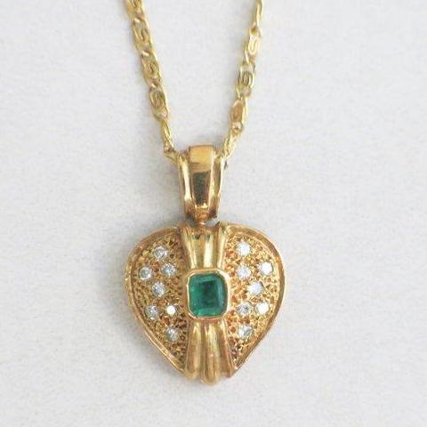 18K Yellow Gold Diamond and Emerald Heart Necklace Vintage
