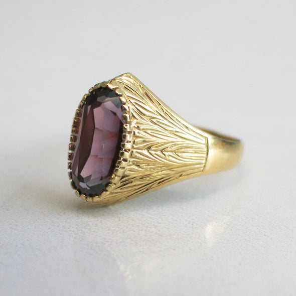 Oval Purple Sapphire 18k Yellow Gold Vintage Ring