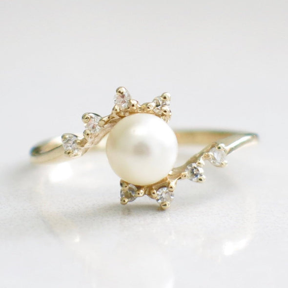 14K Yellow Gold Pearl and Single Cut Diamond Vintage Ring