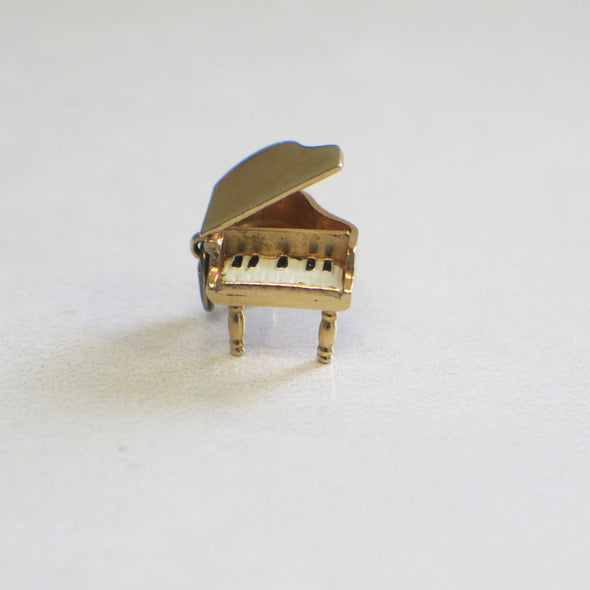 Vintage 10K Gold Yellow Piano Open and Close with Enamel Keys Charm