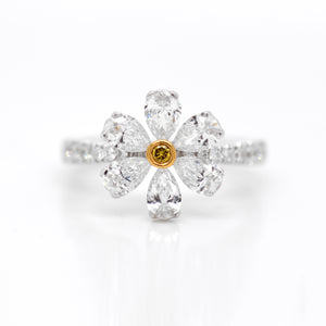 18K White And Yellow Gold Flower Diamond Ring