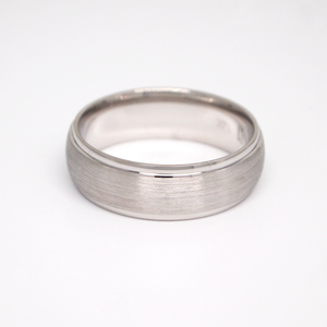 14k white gold 7mm man's wedding band featuring a satin center with white rolled edges.