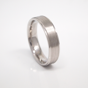 14K white gold 5mm men's wedding band featuring a satin finish center and polished rolled edges.