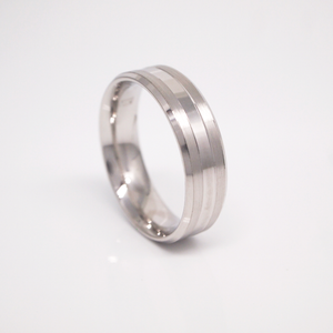 14K white gold 6mm men's wedding band featuring a bright center strip with brushed stripes and bright beveled edges.
