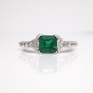 18K White Gold Emerald And Trillion-Cut Diamond Ring