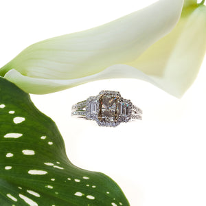 18K White Gold 3-Stone Yellow-Green and White Diamond Ring