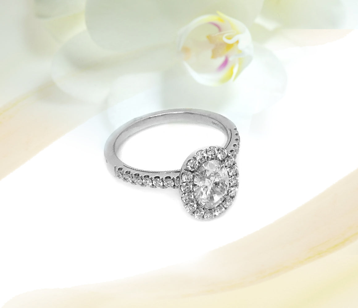 14K White Gold 0.84ct Oval Diamond Engagement Ring