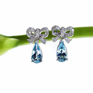 18K white gold drop earrings with 2 pear-shaped aquamarines and round diamonds