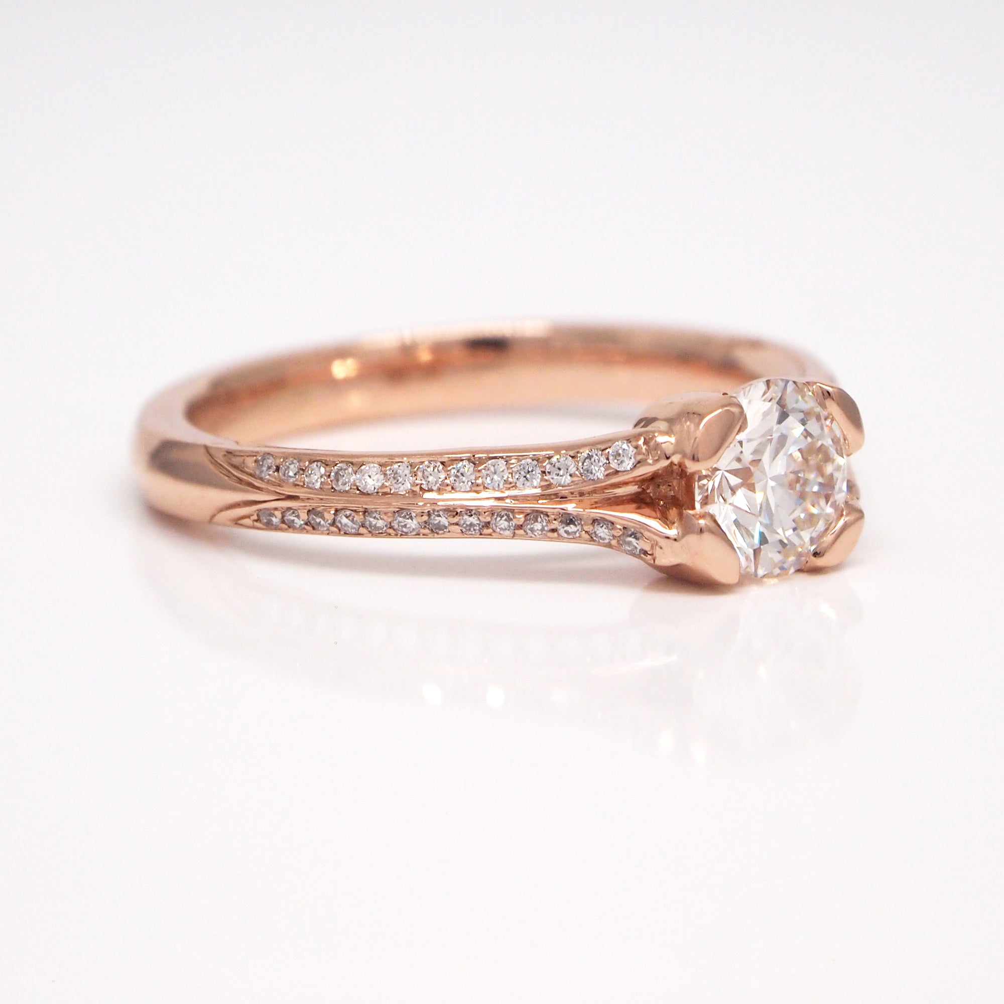 Custom MaeVona 'Dundee' engagement ring fit to client's diamond