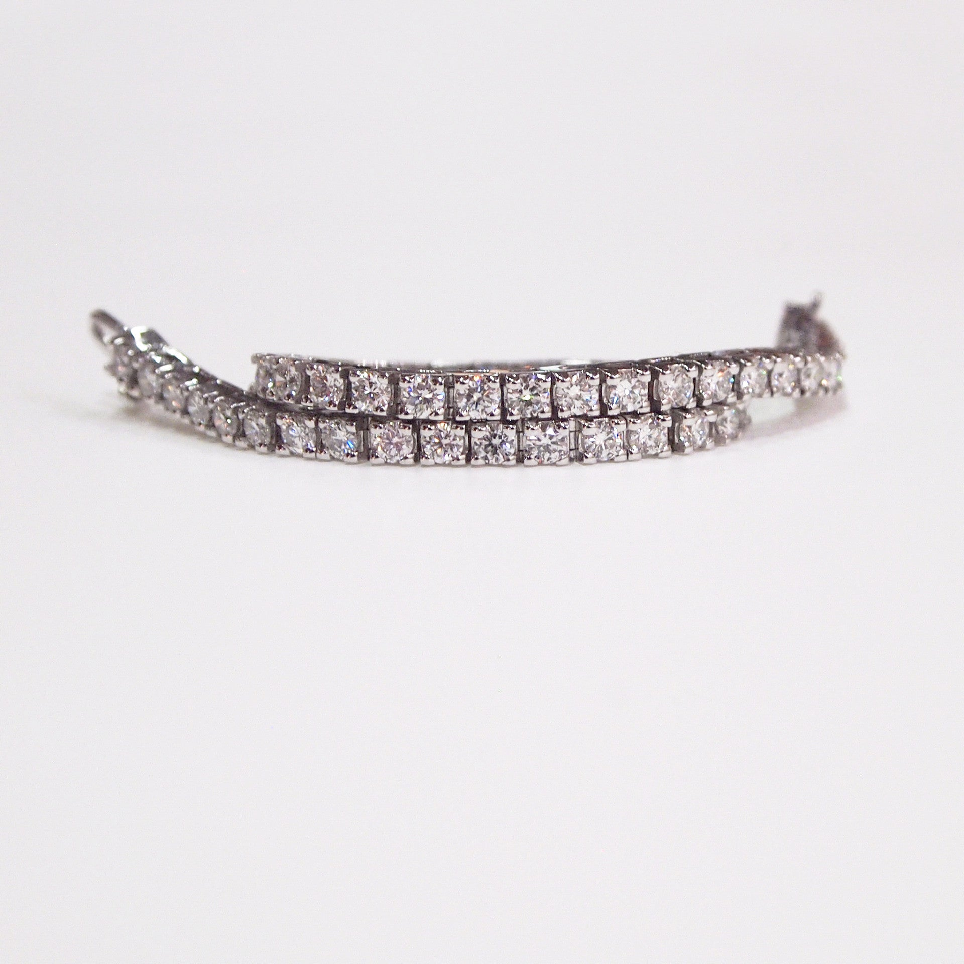 14K white gold tennis bracelet with 50 round diamonds (G/H color, VS/SI clarity) weighing a total of 5 carats.
